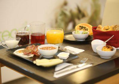 Suites-Cascais-Guest-House-Hotel-Breakfast-02